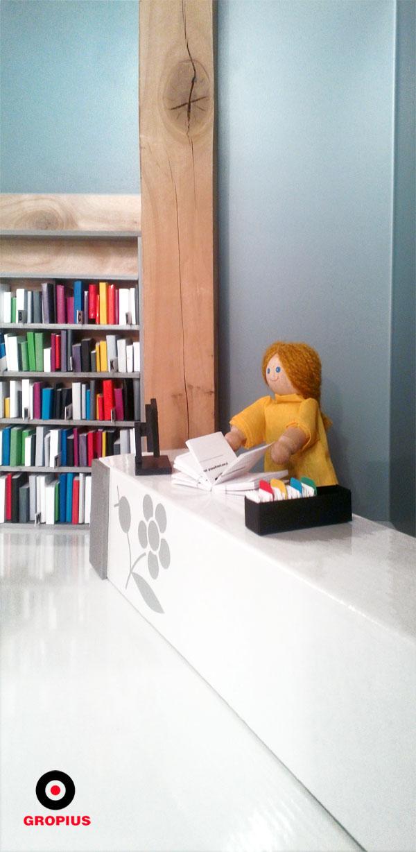 Lada biblioteczna ma prostą formę