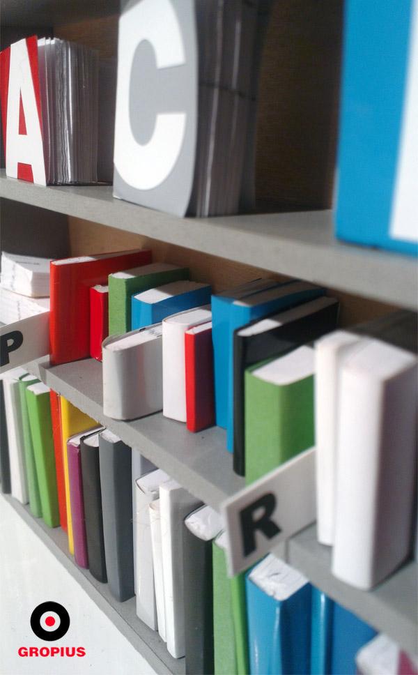 Rozdzielacze afabetyczne do książek też są mini